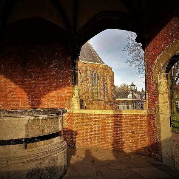 Waterput en Kerk